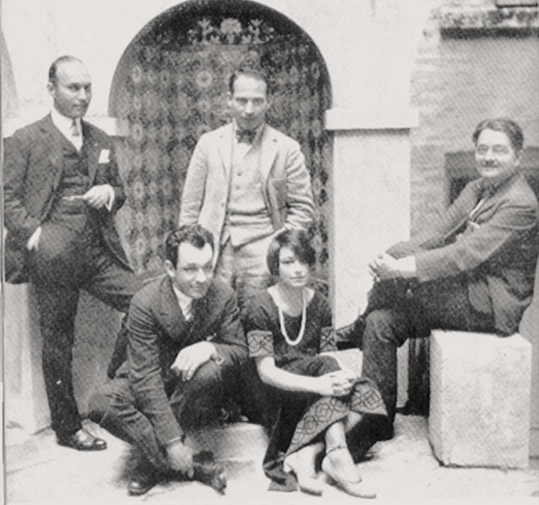 The Algonquin Round Table: Art Samuels, Charlie MacArthur, Harpo Marx, Dorothy Parker, and Alexander Woollcott; Public Domain