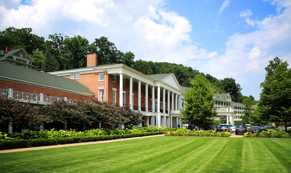 """Bedford Springs Hotel Historic District"" © N.V. Deremer; Creative Commons license"